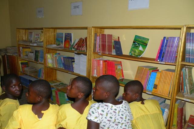 Knjižnica v OŠ Ryabirengye