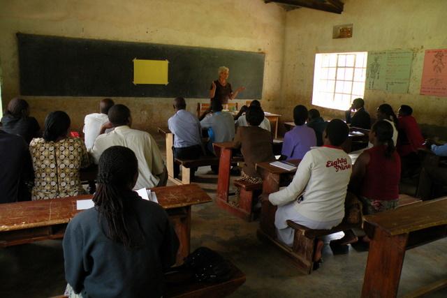 Delavnica za učitelje v eni izmed OŠ (Kigezi HS PS) v mestu Kabale